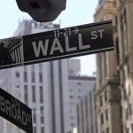 Pese a protestas y crisis sanitaria, Wall Street cierra con fuerte alza