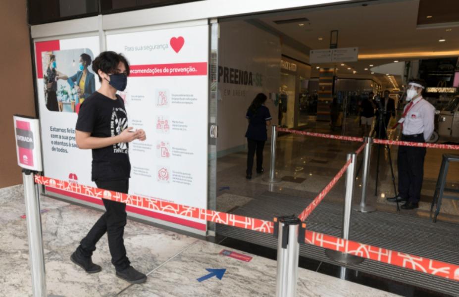 La OMS registró un récord mundial de contagios diarios de coronavirus